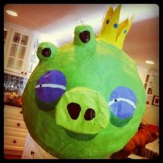 King Pig pinata for an angry birds party - genius!