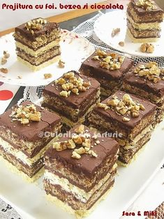 Pastry with cakes, meringues and chocolate Romanian Desserts, Romanian Food, Mini Desserts, Sweets Recipes, Cake Recipes, Kolaci I Torte, Dessert Drinks, Something Sweet, Ice Cream Recipes