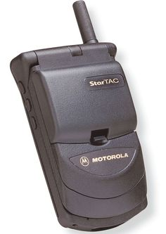 Motorola StarTAC - was my very first cell phone Old Cell Phones, Old Phone, Mobile Phones, Retro Vintage, Vintage Items, Nostalgic Images, Retro Phone, Old Technology, Retro Images