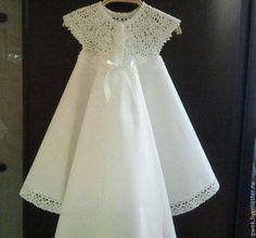 Купить или заказать Крестильное платье Акулина в интернет-магазине на Ярмарке Мастеров. Крестильное платье для девочки, изящный крой, верх ажурная вязка крючком хлопковой нитью, пояс - атласная ленточка,пышная юбочка, сзади юбочка выполнена с небольшим шлейфом, выполнено из тончайшего хлопка расшито высококачественным хлопковым кружевом (Прибалтика). Платье может быть дополнено пинетками косыночкой, чепчиком, махровой крыжмой, пеленкой, подарочным мешочком, коробочкой и т.д.
