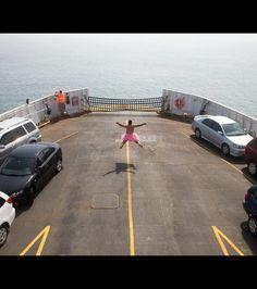 Ferry, par Bob Carey pour 'The Tutu Project'