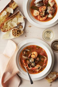 From traditional French bouillabaisse to classic Italian cioppino, make one of these fish stew recipes for dinner tonight. Chili Recipes, Soup Recipes, Dinner Recipes, Cooking Recipes, Dinner Dishes, 30 Minute Meals, Quick Meals, Martha Stewart, Chowder Soup
