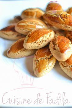 Biscuit au miel et à la cannelle  la recette est très facile à faire et ne nécessite pas énormément d'ingrédients .