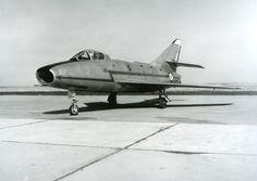 Dassault Super Mystère B2 (SMB2 n°5) au sol à Istres le 18 février 1958 (1er vol en 1956). Premier avion supersonique en palier avec postcombustion produit en série © Dassault Aviation - DR