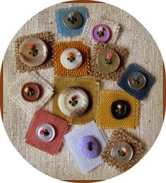 Flowers on Buttons - buttons sewn with french knot Sewing Hacks, Sewing Crafts, Sewing Projects, Diy Crafts, Button Art, Button Crafts, Hand Embroidery Stitches, Embroidery Designs, Flower Embroidery