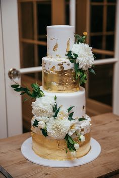 4 tiers of happiness Wedding Cake Inspiration, Beautiful Wedding Cakes, Most Beautiful, Happiness, Wedding Photography, Weddings, Table Decorations, Desserts, Tailgate Desserts