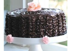 Have always wanted to try making a chocolate ruffle cake. Cake Decorating Shop, Cake Decorating Tutorials, Sweet Cakes, Cute Cakes, Delicious Chocolate, Delicious Desserts, Frosting Recipes, Cake Recipes, Camo Wedding Cakes