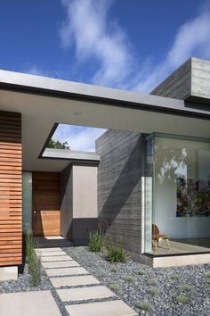 "Calling upon midcentury modern archetypes, Curt Cline of <a href=""http://modernhousearchitects.com/mainmenu.html"">Modern House Architects</a> designed a residence in Los Altos, California, built with Passive House principles in mind."