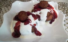 Retete Culinare - Papanasi cu smantana si dulceata de capsuni