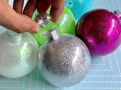 If you are into traditions, glitter and making homemade holiday ornaments, then this is the project for you! Ornaments Image, Clear Ornaments, Glitter Ornaments, Ball Ornaments, Felt Christmas Decorations, Beaded Christmas Ornaments, Handmade Ornaments, Diy Christmas Ornaments, Xmas