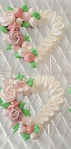 Iced Cookies, Cake Cookies, Sugar Cookies, Cupcakes, Cupcake Decorating Tips, Cookie Decorating, Meringue Cookie Recipe, Meringue Pavlova, Frosting Flowers