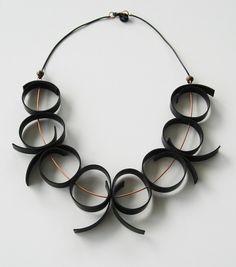 Gummihalsband med koppar. Rubber necklace and copper.