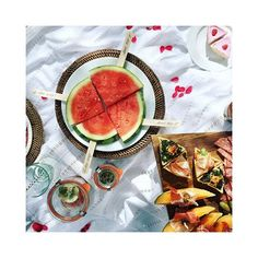 #summervibes #picknick #piquenique #picnic #food #foodporn #foodphoto #foodphotography #foodlover #foodlove #flatlays #flatlay #view #delicious #yummy #dessert #summer #outdoor #igersaustria #igersgraz #collectmoments #lifestyle #lifestyleblog #enjoythelittlethings #flatlayoftheday #details Enjoy The Little Things, Summer Vibes, Lifestyle Blog, Food Photography, Picnic, Food Porn, Vegetables, Instagram, Desserts