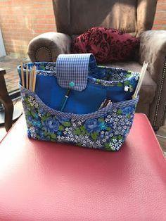 Hallo,     vor einigen Jahren habe ich diese tolle Tasche von meiner lieben Freundin  bekommen, die Ihr oben sehen könnt. Wie Ihr seh...