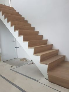 z trap - Google Zoeken Stairs In Living Room, House Stairs, Shower Niche, Staircase Design, New Homes, Construction, Architecture, Home Decor, Stairs