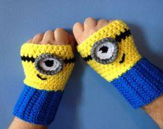 Despicable Me Minion Inspired Fingerless Gloves von MonAmiCreationz