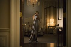 The impressive wardrobe of actress Robin Wright as Claire Underwood in House of Cards has caught the attention of eagle-eyed fans and with the series returning to Netflix today, her wardrobe is set to get a very stylish makeover. Robin Wright, Melania Trump Dress, Claire Underwood Style, Clare Underwood, House Of Cards Seasons, Dinner Gowns, Evening Dresses, Ralph Lauren Collection, 1940s Fashion