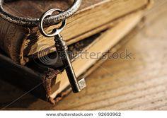 diggin the vintage key look.