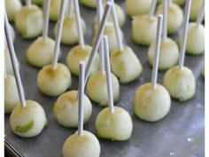 Mini Caramel Apples Recipe - I've always liked caramel apples.just hate eating the entire apple with the mess it makes! Candied apples too? Apple Recipes, Fall Recipes, Great Recipes, Kids Meals, Easy Meals, Professional Cake Decorating, Mini Caramel Apples, Vegan Dessert Recipes, Food Photography