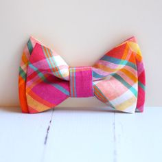 Plaid preppy bow tie. Try it on a white or light blue Lacoste shirt. Some matching pants and loafers. No socks on, please. - Zahlo