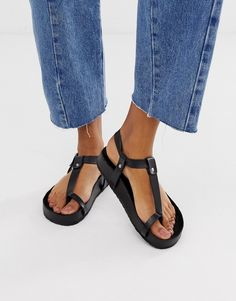 Buy ASOS DESIGN Filmore premium leather minimal footbed toe loop sandals at ASOS. With free delivery and return options (Ts&Cs apply), online shopping has never been so easy. Get the latest trends with ASOS now. Toe Loop Sandals, Strappy Sandals, Black Sandals, Leather Sandals, Sandals Outfit, Glitter Flip Flops, Real Leather, Fashion Online, Makeup Collection