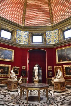 A gallery room in the Uffizi Gallery Museum, Florence, Italy Firenze.words cannot describe the colors, the beauty Florence Tuscany, Tuscany Italy, Toscana, Siena, Verona, Voyage Florence, Best Of Italy, Visit Italy, Kirchen