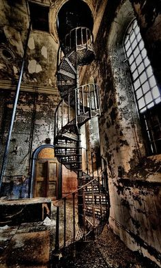 Victorian staircase at Abandoned Water tower, Lincolnshire, England - Victorian Architecture Abandoned Mansions, Abandoned Places, Abandoned Castles, Derelict Places, Abandoned Library, Abandoned Hospital, Old Abandoned Houses, Old Mansions, Urban Decay Photography
