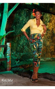 Laura Byrnes- High-Waisted Cropped Trousers in Parrot Print   Pinup Girl Clothing