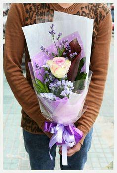 Flower Boquet, Mother's Day Bouquet, Bouquet Wrap, Hand Bouquet, Floral Bouquets, My Flower, How To Wrap Flowers, Hand Flowers, Love Flowers