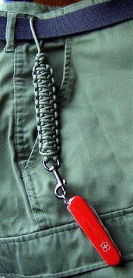 Paracord Lanyard Project to use with keys, pocket knife, etc. Great diy gift for men!