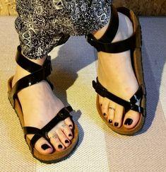 Beautiful Toes, Birkenstock Mayari, Black Nails, Flip Flops, Birkenstocks, Sexy, How To Wear, Outfits, Shoes