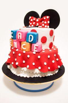 Minnie Mouse Cake for Birthday Bolo Da Minnie Mouse, Mickey And Minnie Cake, Minnie Mouse Theme, Minnie Mouse Baby Shower, Mickey Mouse, Friends Cake, Mickey And Friends, Minnie Birthday, Birthday Cakes