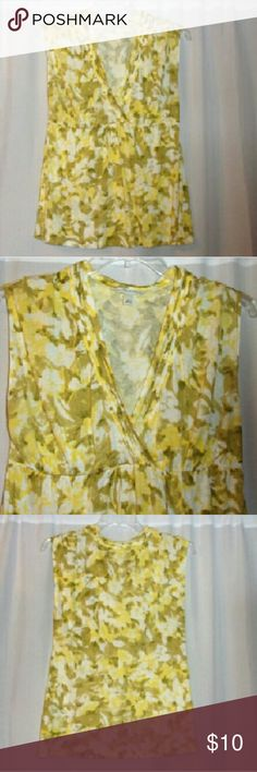 """Banana Republic green & yellow top sz large Bust 40"""", Length 27"""", lots of stretch. Blend of rayon & lyocell. Soft and very lightweight. Really nice condition. Banana Republic Tops"""