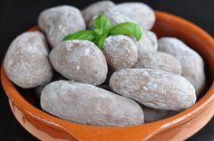 Papas Arrugadas sind ein traditionelles Gericht auf den kanarischen Inseln. Die faltigen Kartoffeln mit Salzkruste sind die perfekte Beilage beim Grillen.