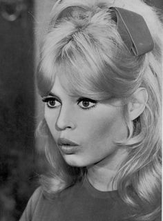 I just realized my bangs right now are totally doing this and got a little excited. Bridget Bardot, Brigitte Bardot, Sophia Loren, Catherine Deneuve, Foto Art, French Actress, Vintage Beauty, Vintage Hair, Vintage Makeup