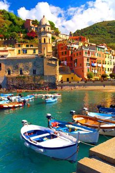To travel to Cinque Terre, Vernazza in Italy: a hike between villages on cliffs above raging seas between vines and olive trees. Places Around The World, Oh The Places You'll Go, Places To Travel, Places To Visit, Around The Worlds, Italy Vacation, Italy Travel, Beautiful World, Beautiful Places