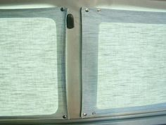 Nice idea for the front window of the van. Great forum for VW bus curtains Vw T5, Vw T3 Camper, T3 Vw, Vw Vanagon, Volkswagen Bus, Camper Van, Vw Camping, Minivan Camping, Campervan Curtains