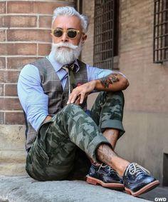 Alessandro Manfredini known as Beard Grandpa. He has a very good style of beard. Mode Old School, Gilet Jeans, Stylish Men, Men Casual, Gentlemen Wear, Look Man, Men With Grey Hair, Herren Outfit, Advanced Style