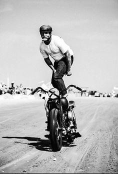 chopper bobber cafe racer Harley Davidson dirt bike Brat Style Vintage Harley Davidson