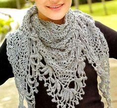 tejidos artesanales: chal triangular tejido en crochet;  Pretty and lacy crochet shawl, wrap or stole