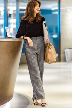 Pin by Karla Carolina on Outfits in 2019 Japan Fashion, Work Fashion, Fashion Outfits, Womens Fashion, Casual Work Wear, Casual Work Outfits, Classy Summer Outfits, Pantalon Large, Korean Street Fashion