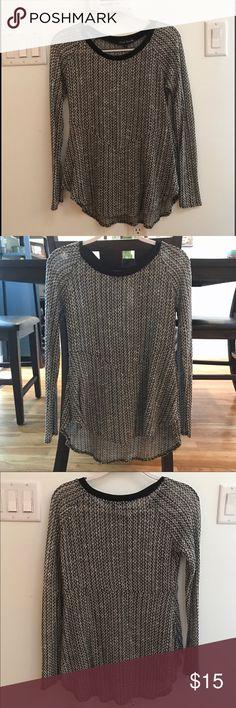 Simply Irresistible Round Hem Sweater Like new. Comfortable round hem sweater. Simply Irresistible Sweaters Crew & Scoop Necks