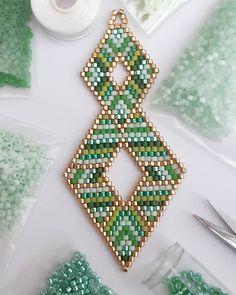 Beaded Earrings Patterns, Seed Bead Patterns, Beaded Brooch, Beading Patterns, Seed Bead Jewelry, Seed Bead Earrings, Seed Beads, Brick Stitch Earrings, Handmade Beaded Jewelry