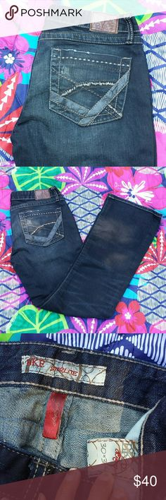 BKE Jeans this is BKE jeans condition like new size 30 starlite fit inseam  31 length    40 BKE Jeans Straight Leg