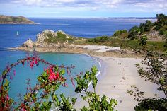 The Trestrignel Beach in Perros-Guirec (Côtes-d'Armor): The 20 most beautiful beaches in France – Linternaute Source by elianeott Most Beautiful Beaches, Beautiful Places, Best Vacation Destinations, Western Coast, Brittany France, Nature Collection, Visit France, France Travel, Belle Photo