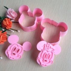 Mickey Mouse Shape Mold Sugar Arts Set Fondant Cake Tools/cookie Cutters Good: Unit Type: set Package Weight: Package Size: x x x x Minnie Mouse Cookies, Mickey Minnie Mouse, Fondant Cookies, Cookie Cutter Set, Baking Tools, Sugar Art, Tool Set, Hibiscus, First Birthdays