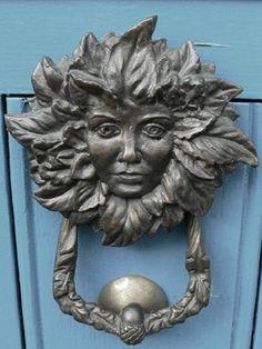 ♅ Detailed Doors to Drool Over ♅ art photographs of door knockers, hardware & portals - Face Knocker. Antique Door Knockers, Door Knockers Unique, Door Knobs And Knockers, Knobs And Handles, Door Handles, Cool Doors, Unique Doors, Door Detail, Door Gate