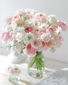 beautiful flowers by post Beautiful Flower Arrangements, Pretty Flowers, Fresh Flowers, Floral Arrangements, Pink Roses, Pink Flowers, Deco Nature, Deco Floral, Floral Centerpieces