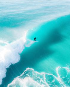 Surfing holidays is a surfing vlog with instructional surf videos, fails and big waves Ocean Wallpaper, Surfing Pictures, Sup Surf, Beach Aesthetic, Summer Travel, Beach Photos, Summer Vibes, Around The Worlds, Instagram