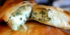 Παραδοσιακό ελληνικό τυρί αλειφώδους υφής από αιγοπρόβειο γάλα με υπόξινη ευχάριστη γεύση και άρωμα. Το τσαλαφούτι είναι παραδοσιακό ελληνικό, απαλό σε υφή τυρί που παρασκευάζεται από αιγοπρόβειο γάλα...